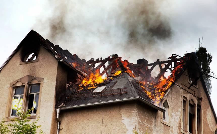 Nesagādā darbu ugunsdzēsējiem — pirms apkures sezonas <strong>parūpējies par sava mājokļa ugunsdrošību!</strong>