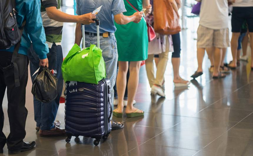 <strong><em>Lidosta Rīga</em> kompensēs izmaksas,</strong> ja pasažieri viņu vainas dēļ nokavēs reisu