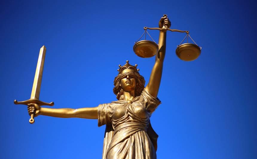 Maksātnespējas administratorei <strong>par 4000 eiro piesavināšanos piespriež 10 750 eiro sodu</strong>