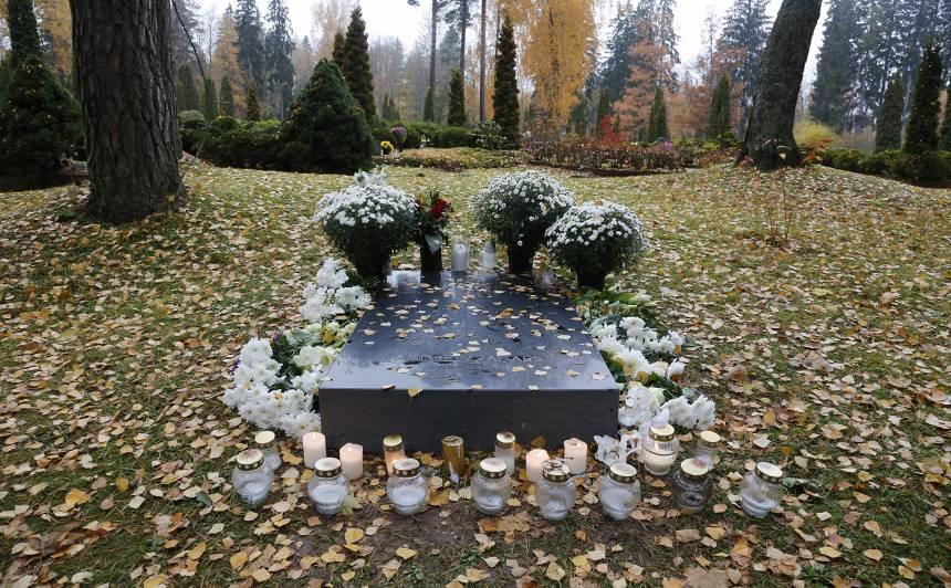 <strong>Andrejam Žagaram</strong> Priekuļu kapos uzstādīts askētisks <strong>piemineklis</strong>