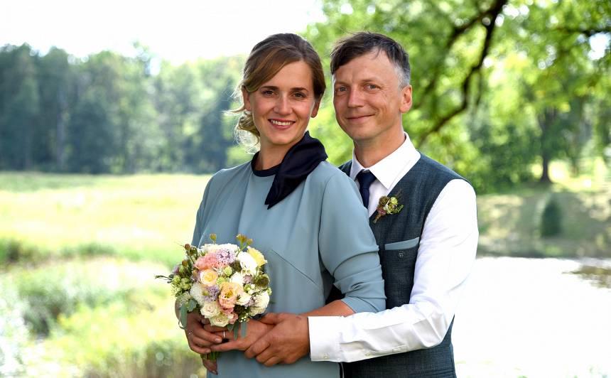 Daniela Pavļuta bijusī sieva <strong>Linda apprecas ar Kalnietes palīgu Māri Bērziņu</strong>