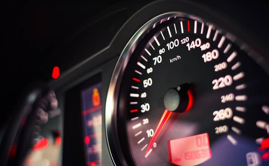 No šodienas <strong>samazināts maksimālais braukšanas ātrums</strong> uz galvenajām šosejām