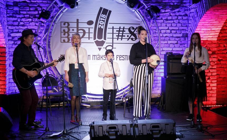 FOTO: Mūzikas un mākslas festivāls <em>Bildes</em> aicina uz <strong>sirsnīgu koncertu ģimenēm</strong>