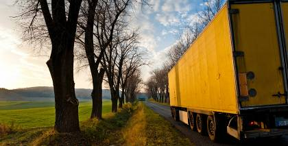 Lielbritānijā kravas mašīnas <strong>konteinerā atrasti 39 cilvēku līķi</strong>