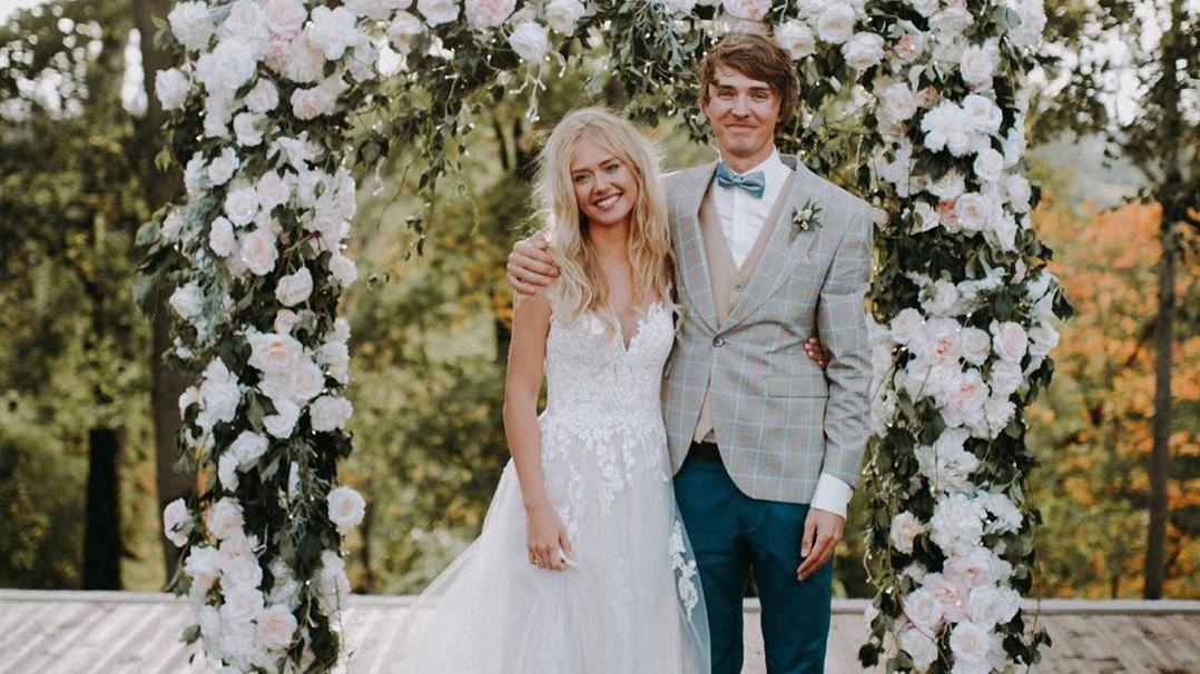 FOTO: Autosportistam Haraldam Šlēgelmilham <strong>skaistas kāzas Kalnmuižas pilī</strong>