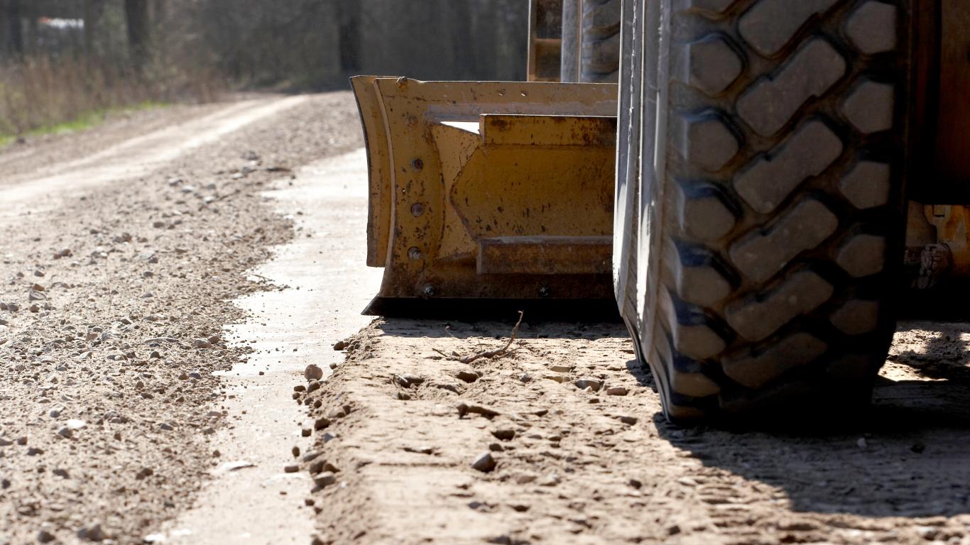 Rudenīgie laika apstākļi <strong>pasliktinājuši grants ceļu un remontposmu stāvokli</strong>