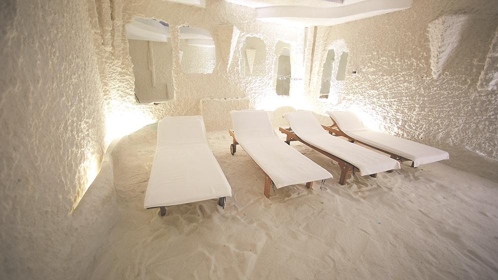 Sāls lampas, sāls istabas un vannas — <strong>tas tiešām uzlabo veselību?</strong>