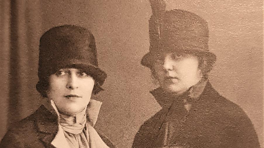 Aleksandra Beļcova (pa kreisi) ar draudzeni Austru