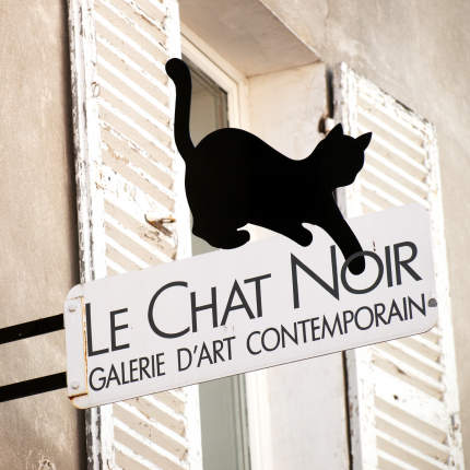 <strong>Parīzes, mākslas un bohēmas simbols — </strong> melnais kaķis
