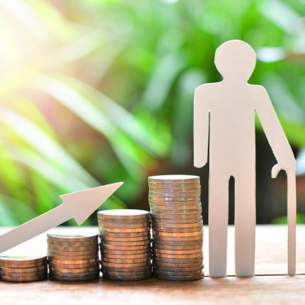 <strong>Lielākās pensijas Latvijā</strong> svārstās robežās no 8000 līdz 19 400 eiro