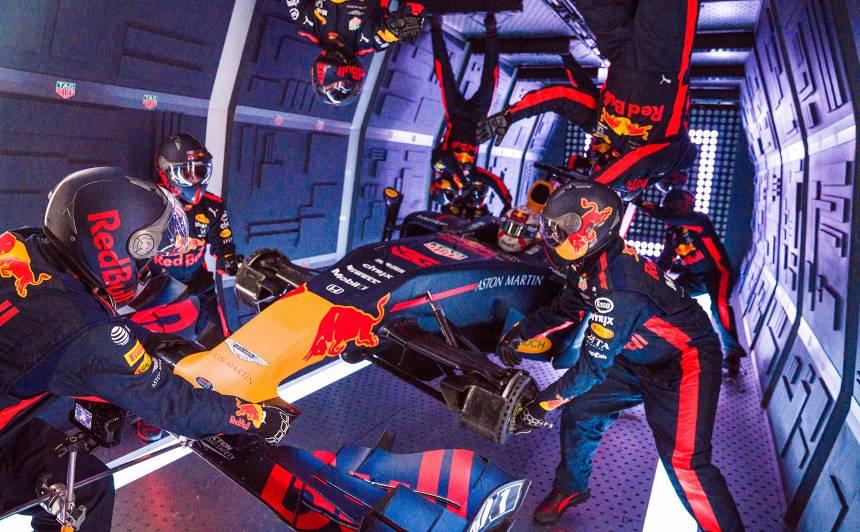 VIDEO: Kosmisks pitstops! <strong><em>Red Bull</em> F1 komanda nomaina riepas bezsvara apstākļos</strong>