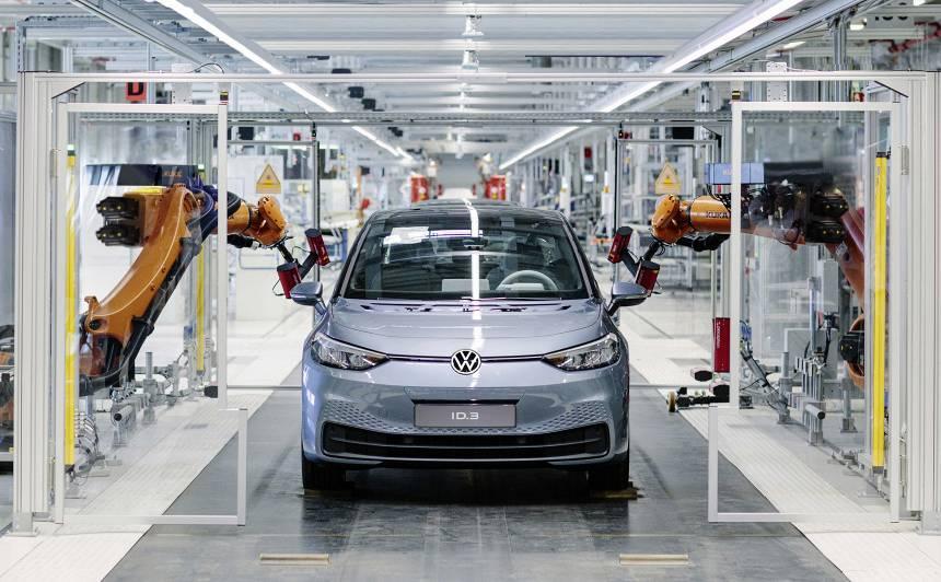 VIDEO: <em>Volkswagen</em> uzsāk <strong>pilnībā elektriskā <em>ID.3</em> ražošanu</strong>