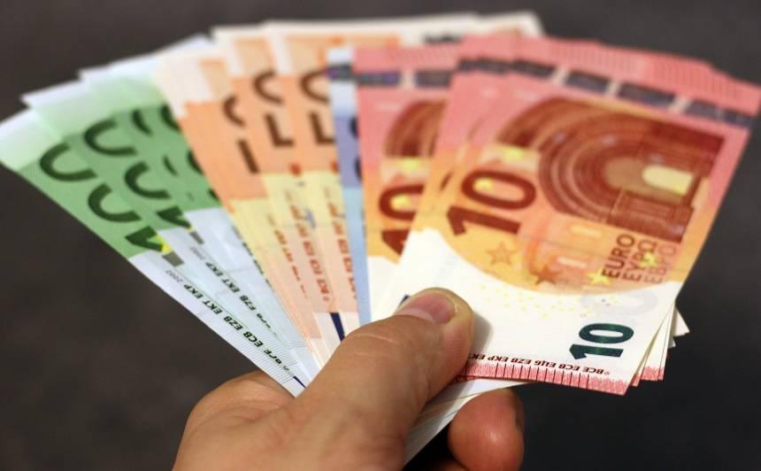 Uz Daugavpils šosejas aizturēts <strong>dzērājšoferis policijai piedāvā 700 eiro kukuli</strong>