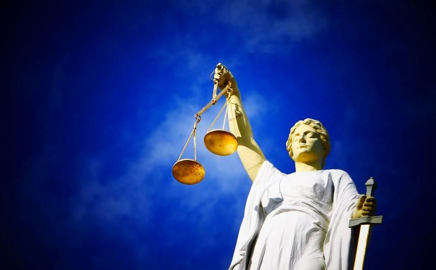 Tiesu izskatīšanas paātrināšanai rosina <strong>mazāk ņemt vērā advokātu aizņemtību</strong>