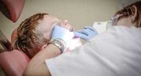 Ko var darīt, ja <strong>bērnam zobi aug šķībi?</strong>
