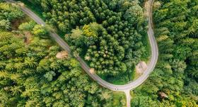 4 padomi, kā <strong>padarīt autovadītāju ikdienu <em>zaļāku</em></strong>
