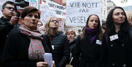 Mediķi piesaka vēl vienu protestu, <strong>prasot Saeimas un Viņķeles atkāpšanos</strong>