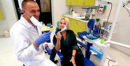 <strong>Samanta Tīna izrauj gudrības zobus:</strong> Tas viss skaistuma vārdā!
