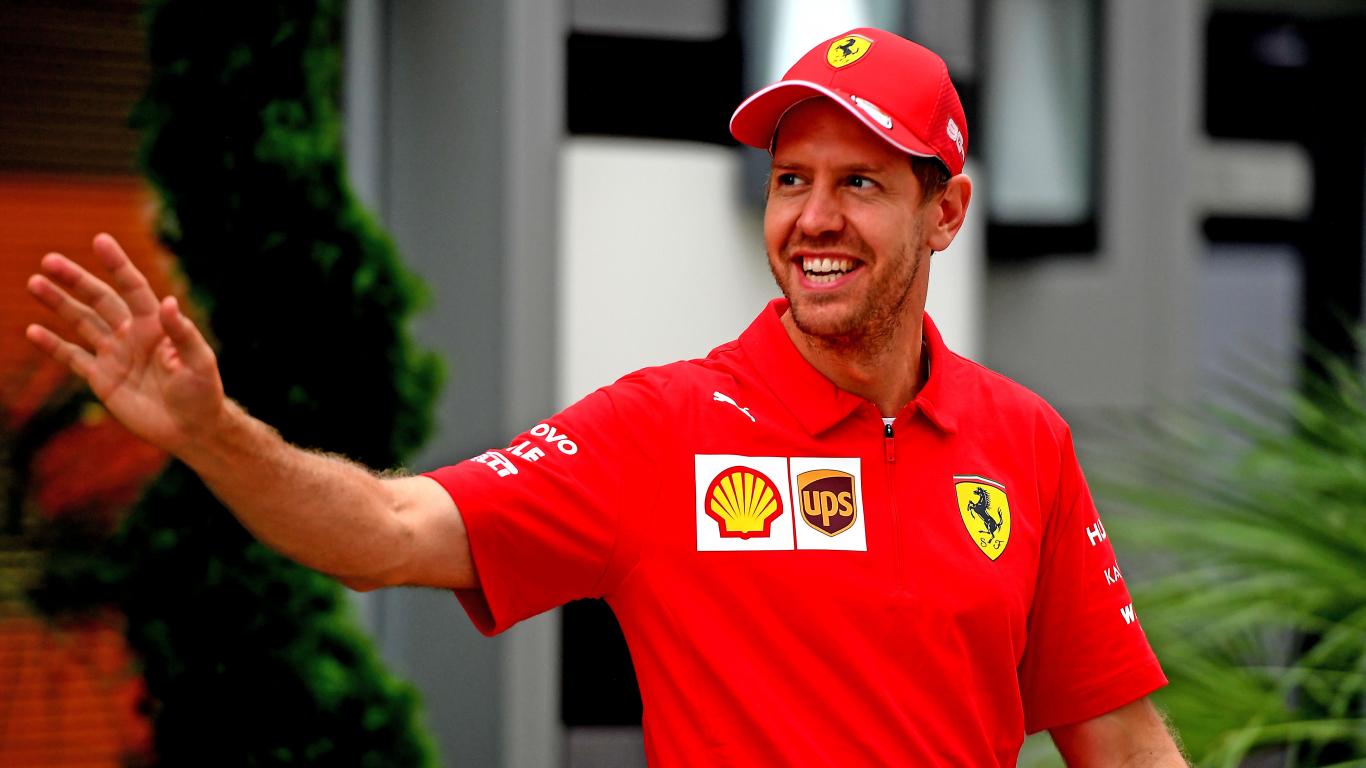 <strong>No dzemdību nama uz F1 trasi:</strong> Fetels Abu Dabi startēs jau trīskārtēja tēva godā