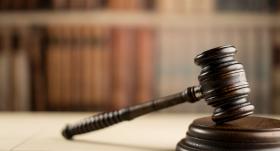 <strong>Tiesa attaisno dienesta pilnvaru pārsniegšanā apsūdzētos</strong> Jelgavas novada policistus