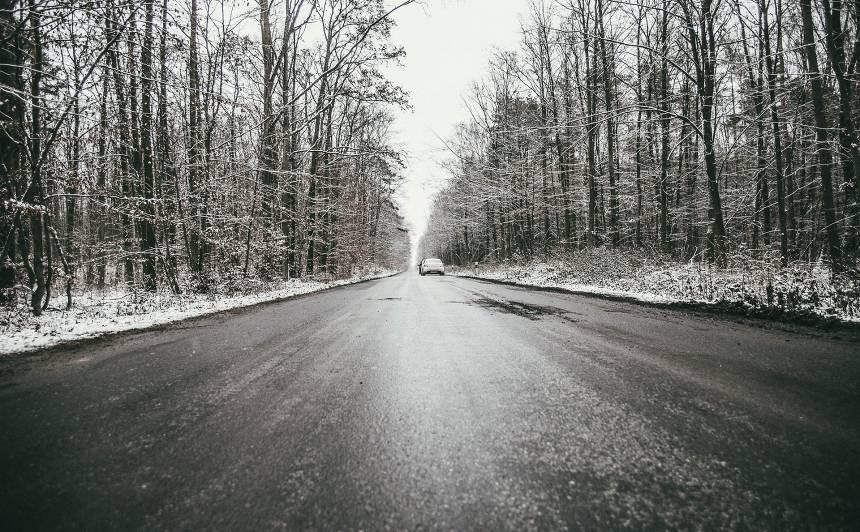 Šorīt apledojuši autoceļi <strong>Alūksnes, Jelgavas un Gulbenes apkaimē</strong>