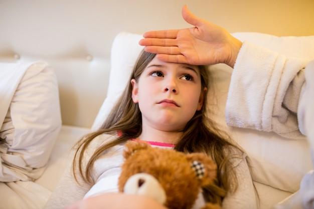 Slimības pabalstus par smagi slima bērna kopšanu <strong>izmaksās ilgāk</strong>