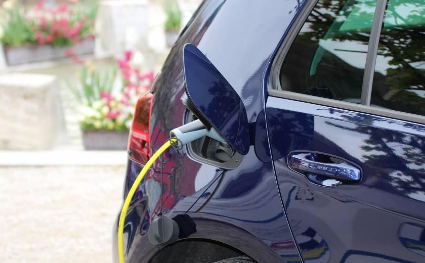 <strong>CSDD par 110 000 eiro</strong> plāno pasūtīt elektromobiļu ātrās uzlādes staciju izbūves būvprojektu