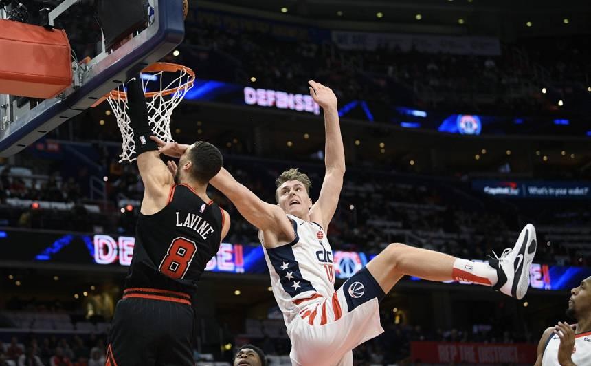 <strong>Pasečņikam iespaidīga NBA debija,</strong> Bertānam 26 punkti