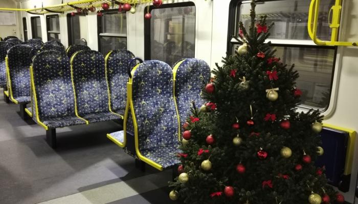 Svētku laikā pa Latviju kursēs <strong>vilciens ar izrotātu egli vienā no vagoniem</strong>