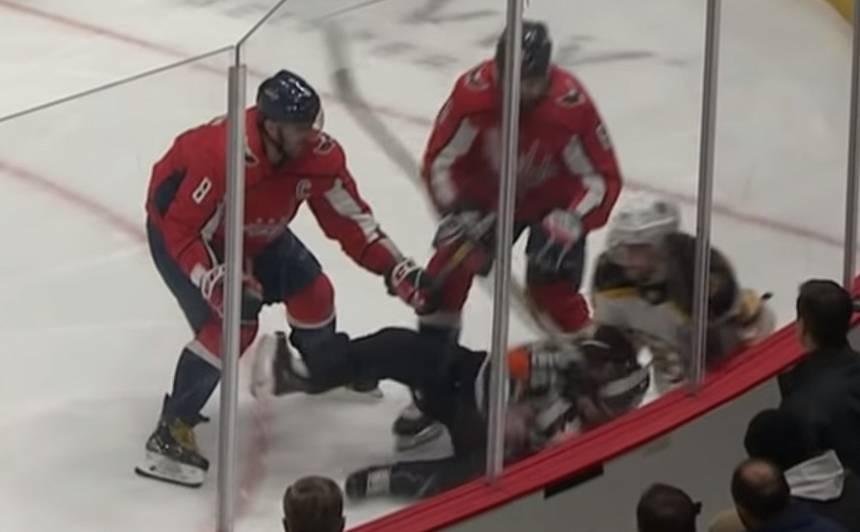 VIDEO: Vašingtonas <em>Capitals</em> zvaigzne Ovečkins <strong>gandrīz nokautē NHL tiesnesi</strong>