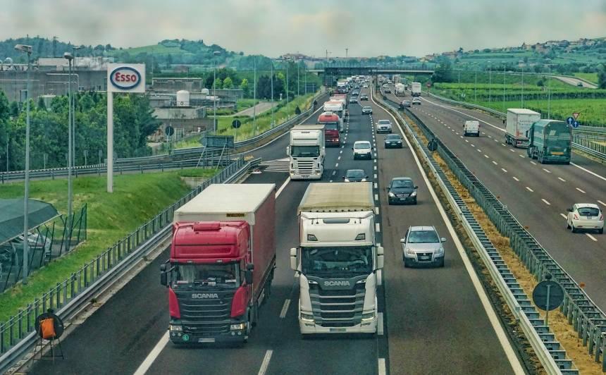 Starp lielākajām Latvijas pilsētām plāno veidot <strong>ātrgaitas autoceļus</strong>