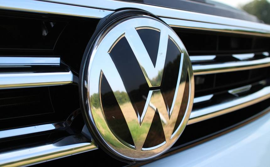 Austrālijas tiesa <em>dīzeļgeitas</em> skandālā <strong><em>Volkswagen</em> nosaka rekordlielu naudassodu</strong>