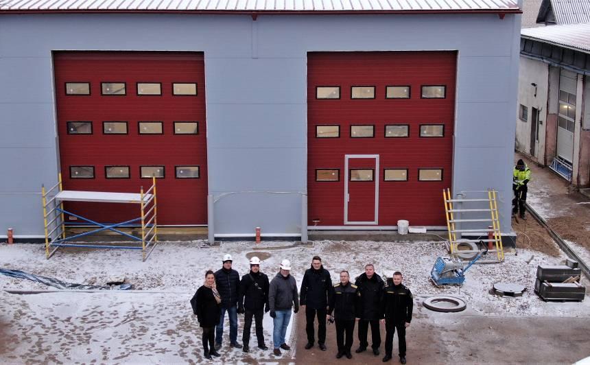 Alūksnē ugunsdzēsējiem glābējiem top <strong>moderns garāžu bloks</strong>