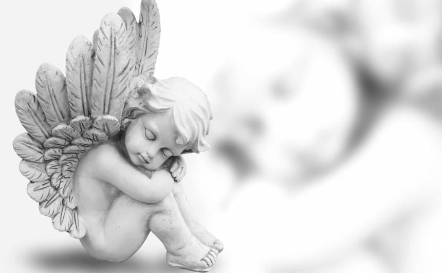 <strong>Eņģeļa spārna</strong> pieskāriens