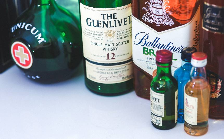 Asociācija: Nākamgad pavasarī stiprā <strong>alkohola cena veikalos varētu pieaugt par trim eiro litrā</strong>