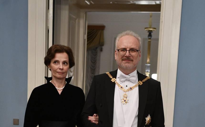 FOTO: Etiķetes un modes eksperti vērtē <strong>politiķu un slavenību tērpus</strong>