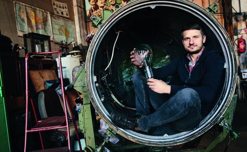 <strong>Relikviju mednieks</strong> — restaurators Toms Miljuss