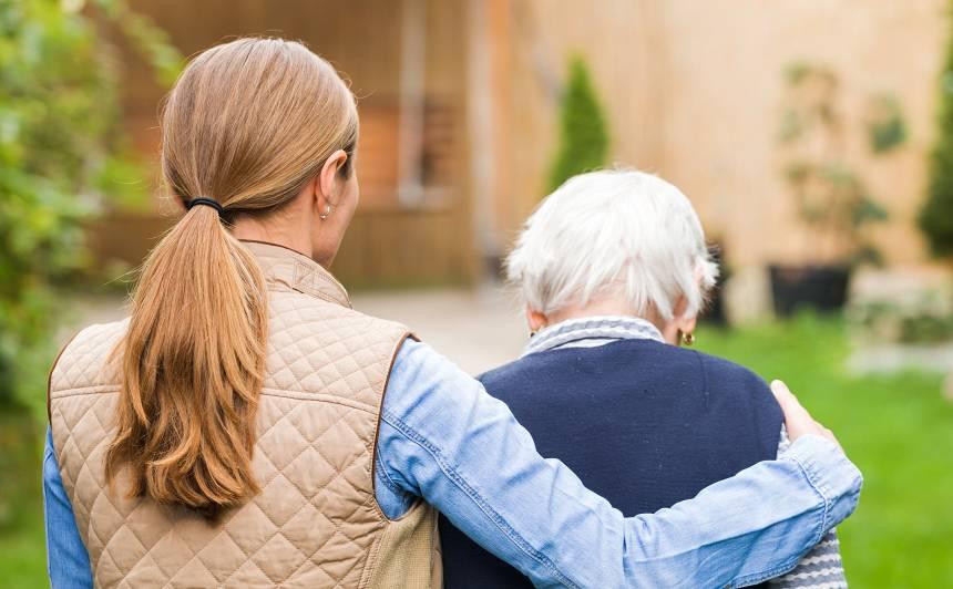 Vai slimo vecāku kopšanu <strong>ieskaita darba stāžā?</strong>