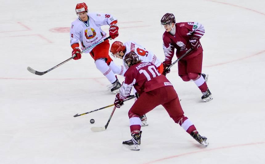 <strong>Noskaties! Latvijas U20 hokejisti vareni nodzied valsts himnu</strong> pēc svarīgas uzvaras pasaules čempionātā