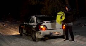 VIDEO: Pauls Timrots māca, <strong>kā pareizi izvilkt auto no piesniguša grāvja</strong>