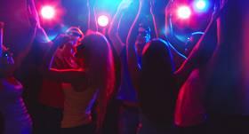 <strong>20 dziesmas,</strong> bez kurām ballīte (un dzīve) nav iedomājama