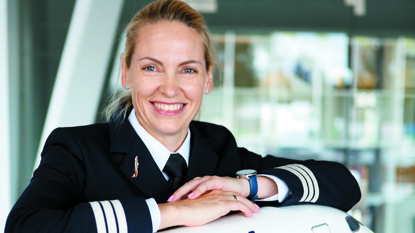 <strong>Mainīt visu dzīvi un pacelties debesīs.</strong> Lidmašīnu pilote Veronika Oļeiņika