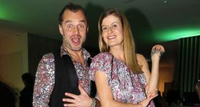 Drēbju tirdziņa Andele Mandele rīkotāja Līva Jaunozola ar dzīvesbiedru Artūru Švedu viesnīcas Hilton Garden Inn atklāšanā