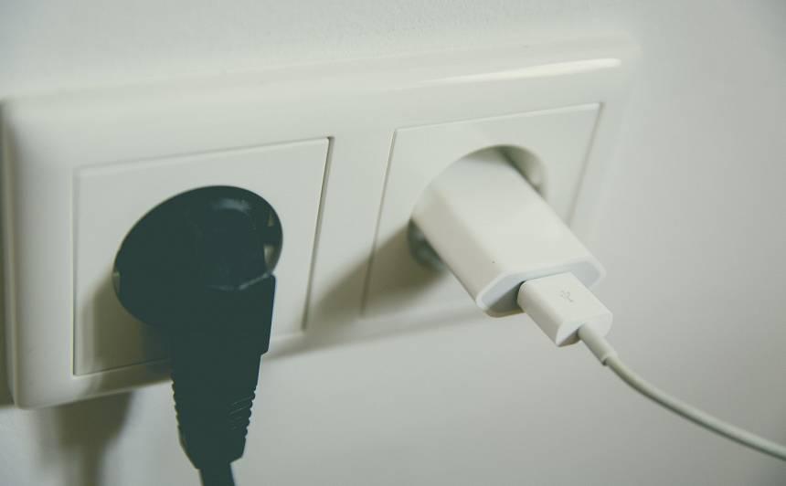 Vai elektroierīces tiešām <strong>jāatvieno no kontakta?</strong>