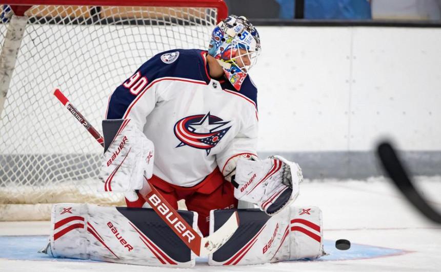 <strong>Merzļikins atvaira 35 metienus</strong> uzvarā NHL