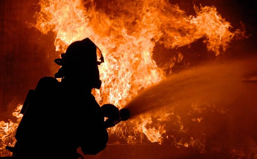 Traģiska trešdiena Latvijā — <strong>ugunsgrēkos gājuši bojā seši cilvēki</strong>