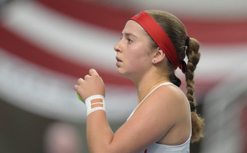 <strong>Nelaime Ostapenko ģimenē</strong> — tenisiste atgriežas dzimtenē, lai atvadītos no tēva