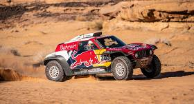 <strong>Karloss Sainss palielina savu pārsvaru</strong> Dakaras rallijā
