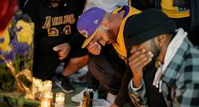 Zināmi visi bojāgājušie, kas bija kopā ar <strong>NBA zvaigzni Braientu helikoptera avārijā</strong>
