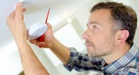 Pētījums: Liela daļa iedzīvotāju vēl <strong>nav aprīkojusi mājokļus ar dūmu detektoriem</strong>